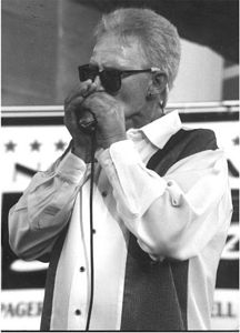 Photo of Gillispie at the 1998 Louisville Blues Festival