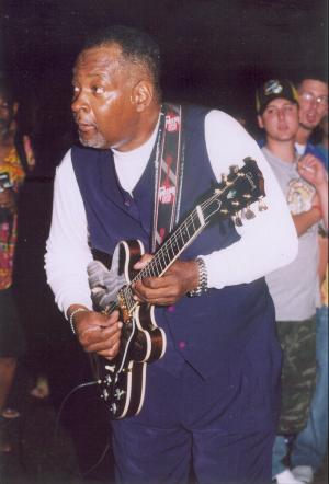 Photo of Carl Weathersby at the W. C. Handy Blues & BBQ Festival June 18, 2004